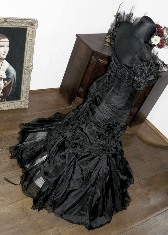 c7a075faa645 Vampire gothic plesové šaty na maturitní ples - plesové šaty ...